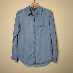 Eddie Bauer XS Classic Fit Blue Chambray Shirt